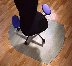 Прозрачный напольный коврик_ClearStyle 1212Тип Современный  <br>Длина 990 мм <br>Ширина 1250 мм <br>Толщина 2.3 мм <br>Поверхность рифленая, шипованная   <br>Для покрытия Ковер<br>